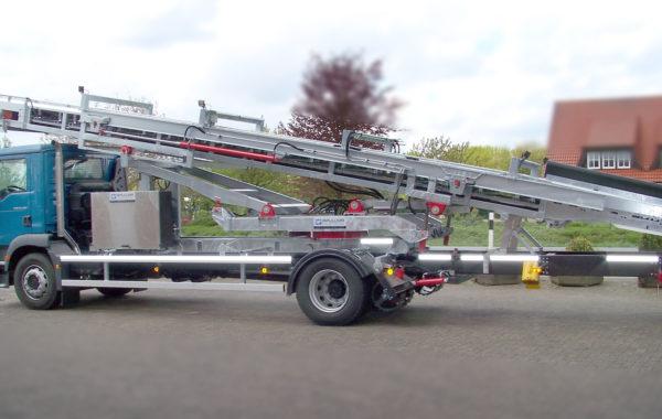 Fernsteuerbarer LKW mit Förderband zur Waggonentladung