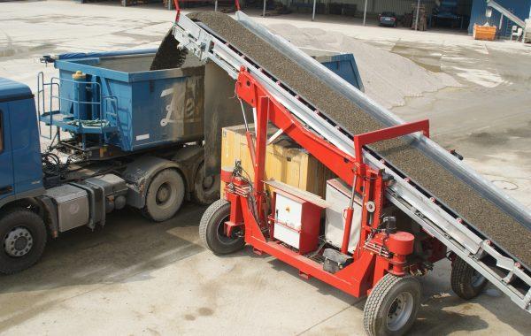 fernsteuerbarer Förderbandwagen für die Schüttgutentleerung von Eisenbahnwaggons